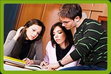 Dwoje uczestików kursu angielskiego i lektor